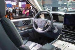2018 Lincoln Navigator Interior 250x166